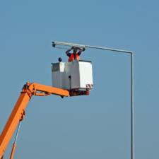 sign-repair-man